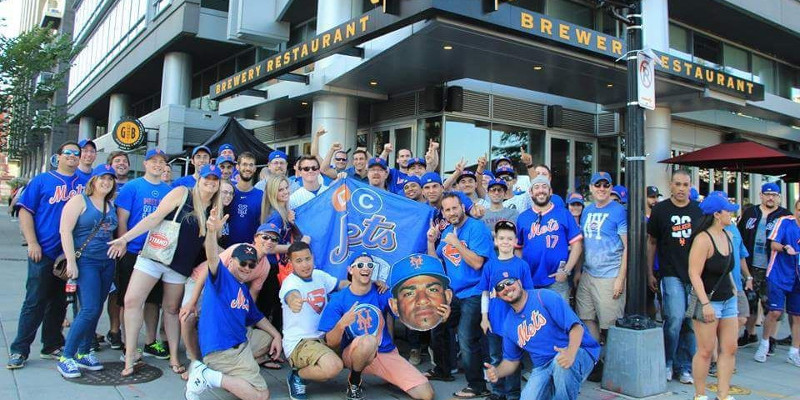 NY Mets fans outside a team bar